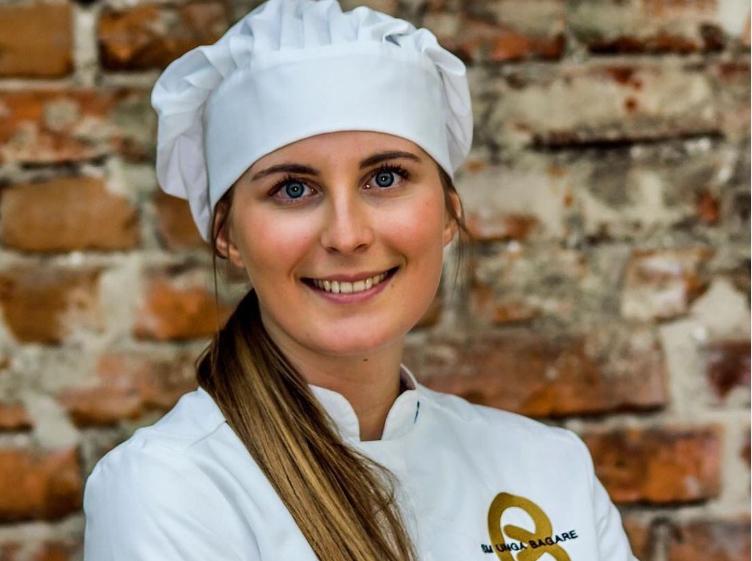 Victoria Tobisson Lind i kockmössa.